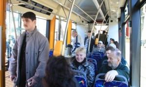 tramvajs pasazieri