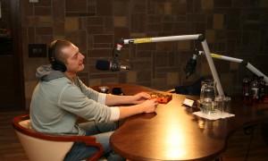 Karlis Lacis ciemos pie Radio AutozinasFM