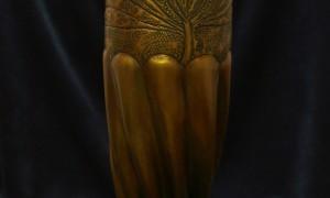 bronzas vāze