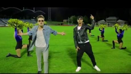 """Rassell, Edvards Grieze un Sabīne Berezina piedāvā jaunu videoklipu dziesmai """"Esi kustībā""""  [video]"""