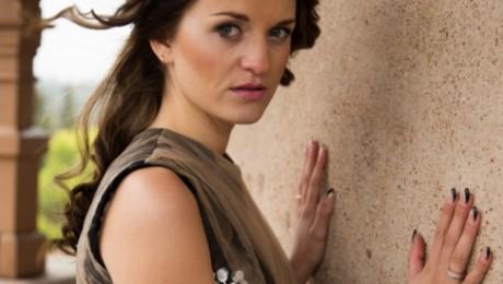 Sabīne Berezina ar jaunu dziesmu aicina latviešus atgriezties mājās