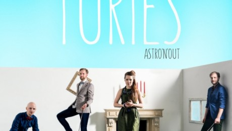 "Astro'n'out izdod vasaras singlu un video ""Turies"""