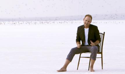 """Lauris Reiniks izdod jaunu dziesmu un video """"Tikai divi mēs"""""""