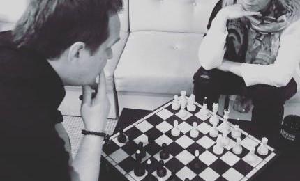 """Rača un Rajeckas dueta dziesmas videoklipā sunīši no dzīvnieku patversmes """"Mežvairogi"""""""