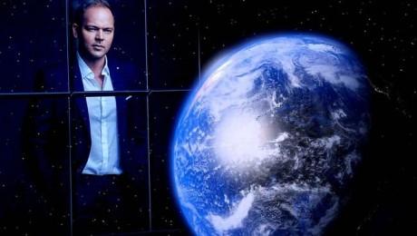 """Lauris Reiniks piedāvā jaunu singlu """"Pasaule stāj"""""""