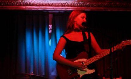 "Latviešu izcelsmes angliete Maria Emilia piedāvā dziesmu ""Doll Eyes"""
