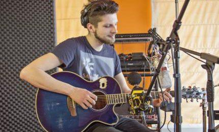 """Rihards Lībietis ieskaņojis """"Prāta vētras"""" dziesmas ģitāras versiju"""
