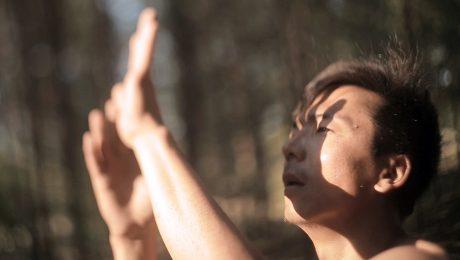 """Mūziķis Imants Daksis savā 35. dzimšanas dienā dāvina Latvijai un pasaulei dziesmu un videoklipu """"Pasaules gaisma"""""""