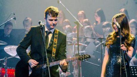 """Raimonds Pauls piepilda kādu sapni un dāvina dziesmu grupai """"Saldās sejas"""""""