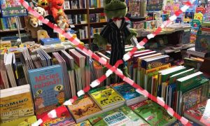 """""""Zvaigzne ABC"""" paziņo par grāmatnīcas slēgšanu Vaļņu ielā"""